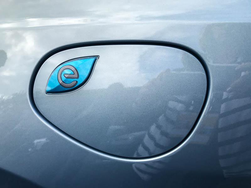 Chrysler Pacifica plug-in hybrid - Heels & Wheels