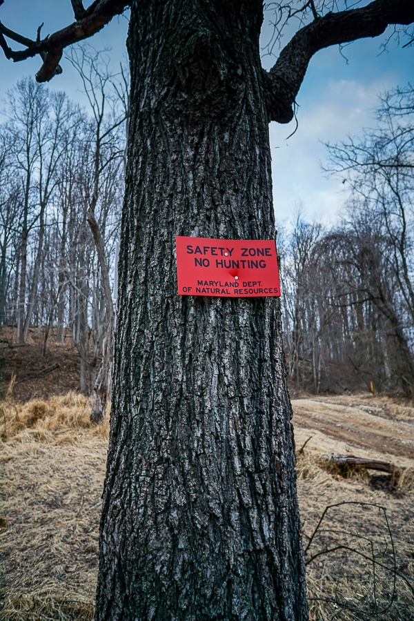 Safety zone sign - no hunting