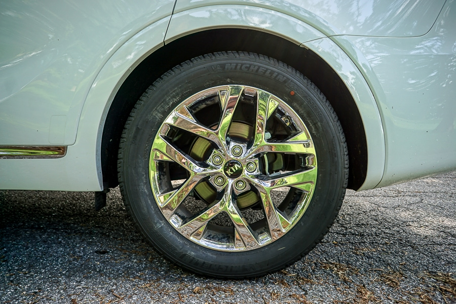 Kia Sorento chrome wheels