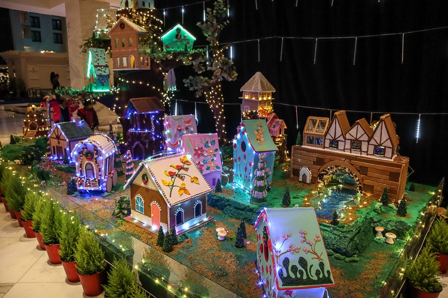 Gaylord National Gingerbread House Display